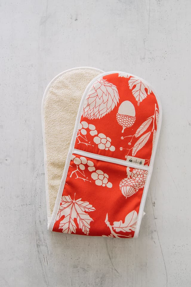 Botanical print red oven glove