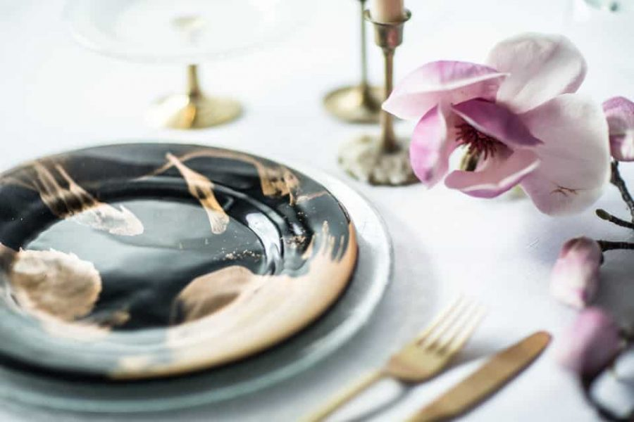 Vossi plate on table top setting
