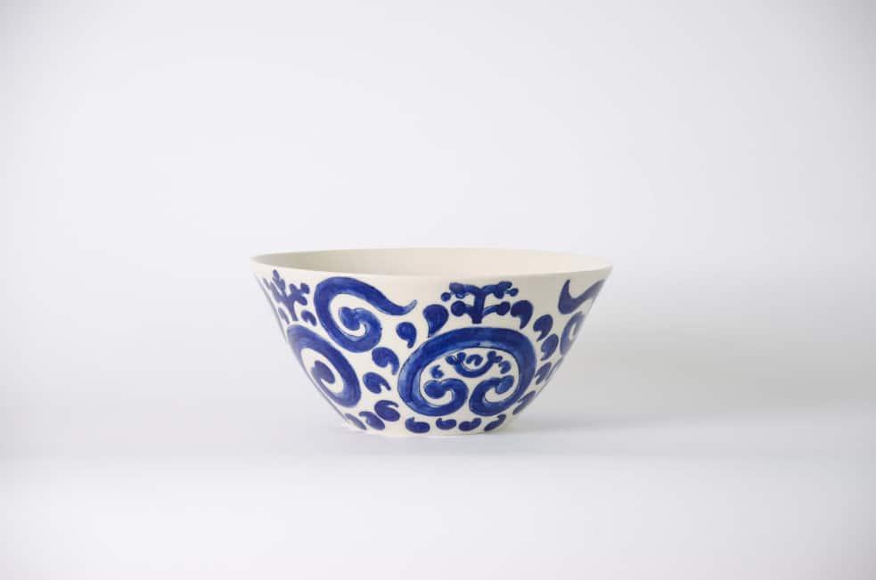 Electric porcelain serving bowl
