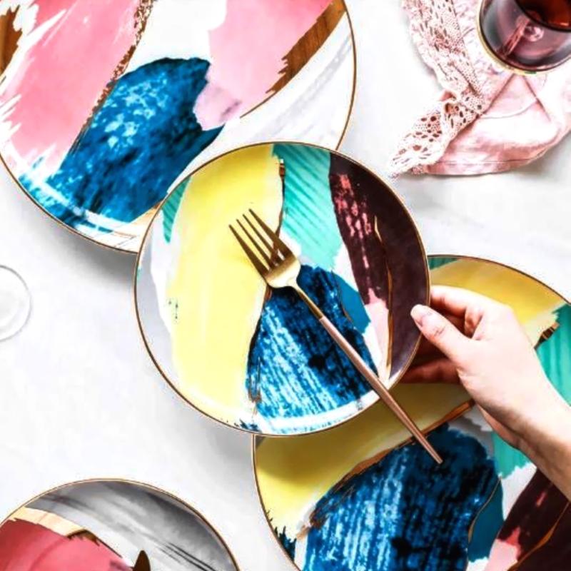 Rêve Dorée-J 4-Piece Dinner Plate Set flatlay with modelled hand